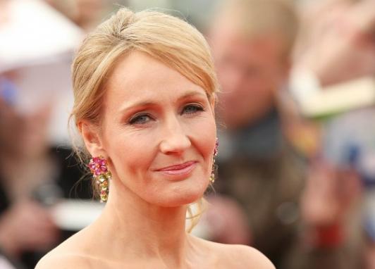 J.K Rowling, info écrites dans ses supers romans sur l'écrivaine célèbre d'Harry Potter!