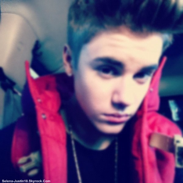 PHOTO JUSTIN.B                                      --                                                   Voici quelque photo poster par Justin Bieber. Aller les voir TheLegendMistletoe Actuality-Gomez-Selena