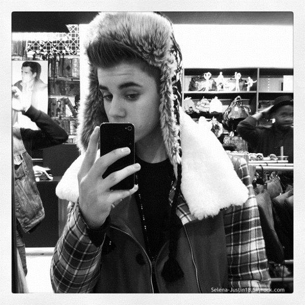 JUSTIN.B INSTAGRAM + PHOTO                                                   --                                                 Voici un aperçu en photo du prochain clip de Justin Santa Claus Is Coming To Town qui sortira le 23 novembre + trois photos de instagram  ( Justin vient a paris le 8 novembre  =) ;) )