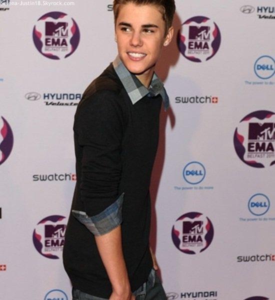 DIMANCHE 6 NOVEMBRE                                                 --                                                  Justin Bieber était a la cérémonie des Europe Music Awards + de photos ce soir   ! =) ;).[/align