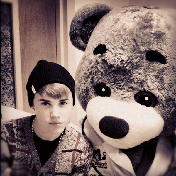 Instagram                                                                      Justin  bieber a posté des photos sur son instagram.