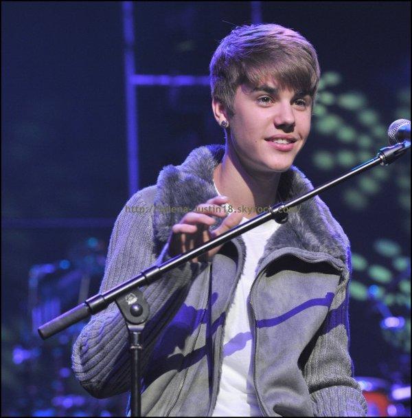 Samedi 17 décembre                                                                    Justin Bieber a performer en compagnie de Stevie Wonder.
