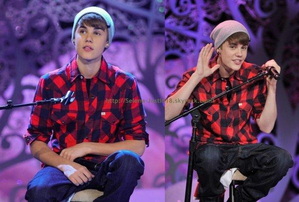 Mecredi 21 décembre                                                                    Justin est actuellement au Canada, plus précisément à Toronto. Il en a donc profité pour donner un concert acoustique pour ses fans.Voici les photos de son  concert.