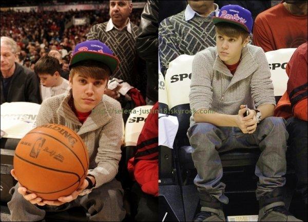 mecredi 28 décembre                                                                      Enfin des news de justin ;). Justin Bieber  était à un match de Basket en compagnie de son meilleur ami Ryan Bulter à Toronto.Voir la vidéo