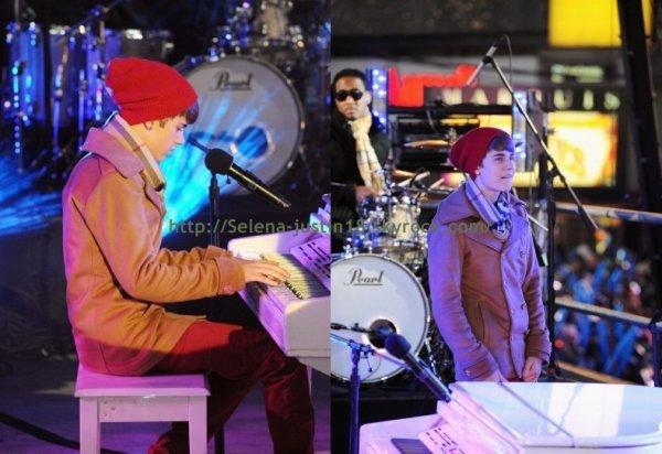 Samedi 31 janvier                                    Justin était présent au Time Square en direct de New York pour fêter cette belle fin d'année 2011 ! Il a performé sur « Let it Be » des Beatles!. Et pour finir vous pourrez retrouver en cliquant ici une vidéo assez marrante de justin.