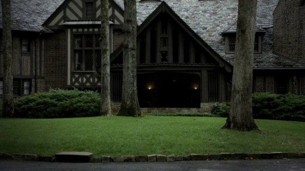 Ils veulent démolir la maison des Salvatore !