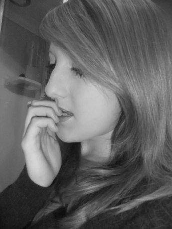 «3 Dis moi que tu m'aimes encore et encore .  Que Toi et moi c'est pour toujours. Promet-moi que tu ne me quitteras jamais. Promet-moi que tu m'éclaireras toujours . Promet-moi que tu m'aimeras de plus en plus .. «3