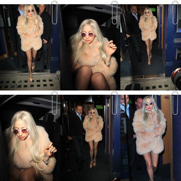 """Le 01 novembre Lady Gaga est sortie du théâtre """"Screening Soho Room"""""""