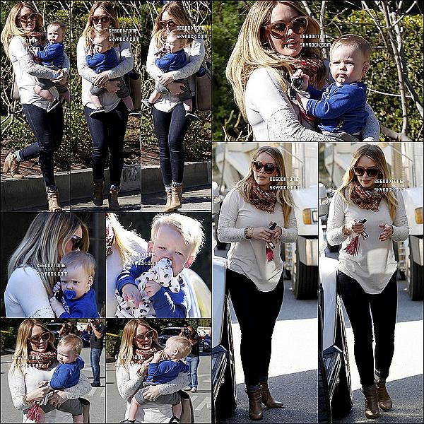 * 16/01/13 : Hilary Duff s'est rendue un cabinet médical à Beverly Hills , en tenue de sport.Le lendemain (17/01), elle est allée faire du shopping chez Chanel avec son superbe et mignon garçon, Luca.*