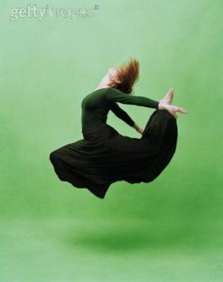 **chaque jour il faut danser, fût-ce seulement par la pensée.**