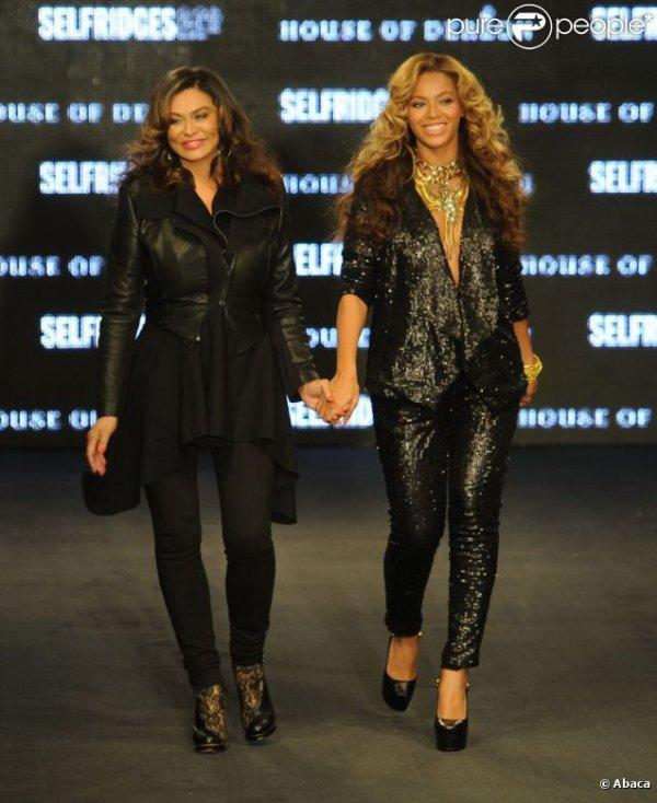 Beyoncé et sa mère Tina Knowles présentent leur collection de vêtements, House of Dereon, à...