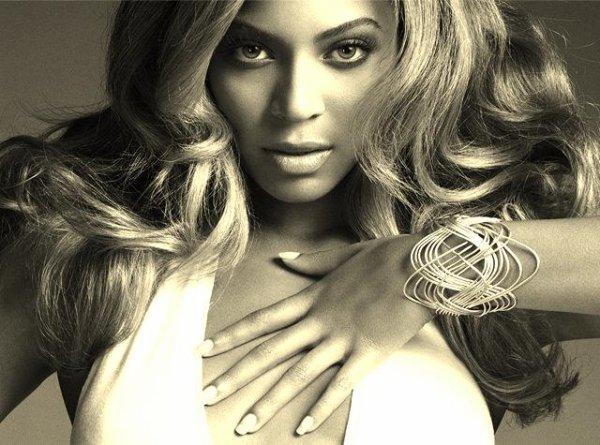 Beyoncé : Les titres de son 5ème album dévoilés ?    ,    BEYONCÉ BLONDE PLATINE