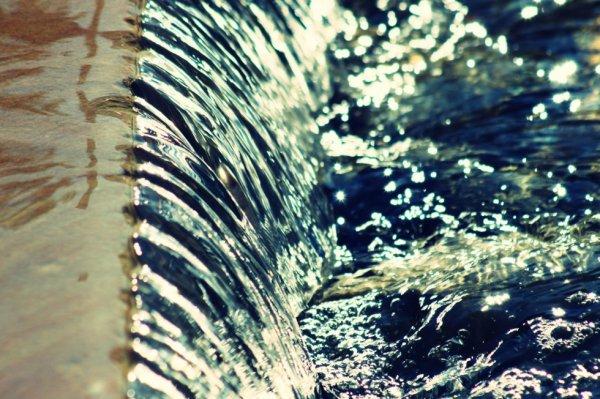 L'eau parle sans cesse et jamais ne se répète.