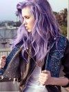 des cheveux violets