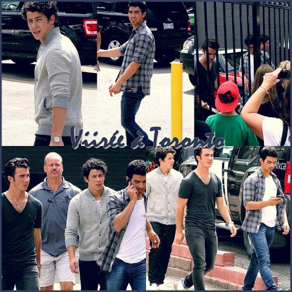 Le 2 septembre,les Jonas ont fait une virée à Toronto, pour allez à CTV.