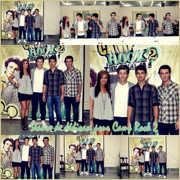 Les 3 frères Jonas ont participés, avec Demi Lovato, à une séance de dédicace pour Camp Rock 2, à Walmart le 1ier septembre.