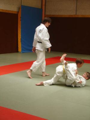 LA CHUTE : L'acception et la maitrise de la chute sont nécessaire au judoka pour garantir ses progrès futur.
