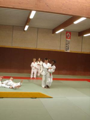 A la fin du siècle dernier ,maître Jigoro Kano ,fondateur du judo ,a voulu créer une discipline qui soit un moyen de cultiver à la foi le corps et l'esprit . Aujourd'hui ,la Fédération Française de Judo,Jujitsu et Discipline Associées est restée fidèle à ce principe afin que le Judo , Jujitsu permettre à chacun de s'exprimer selon ses aptitudes, ses désirs ,ses goûts et ses besoins. Vous avez choisi de confier votre enfant à une association agréée. Un enseignant diplômé par l'État va l'initier et le faire progresser grâce a une méthode d'enseignement moderne et adaptée. Véritable école de vie ,le Judo ,Jujitsu contribuera à affirmer sa personnalité, à développer sa confiance en soi et son équilibre physique et moral . N'hésiter pas à parler au responsables de votre club pour découvrir les multiples facettes de cet art.