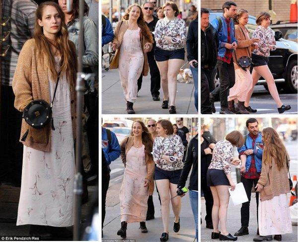 21/04/2014: Jemima et Lena ont été aperçu dans les rues New Yorkaise pour tourner la saison 4 de Girls apparemment elles ont vite été rejoins par Adam Driver et Zosia Mamet (mais il n'y pas de photos  ensemble). La tenue de Jemima est très Jessa... Perso j'aime beaucoup les chaussures et le gros vieux gilet informe (j'ai quasi le même merci papi!)et son sac est originale mais la robe est trop viellot et informe à mon gout ...