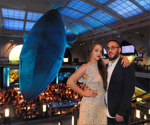 """15/05/2014: Jemima et Mike étaient à l'American Museum of Natural History """"Star Studded!"""" Dance. Niveau tenue la robe vintage , le maquillage et la coiffure j'aime tout top !"""