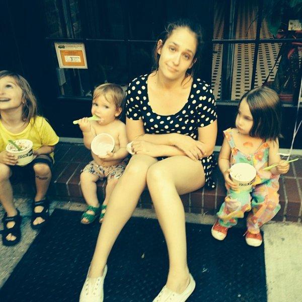 7/06/2014: Jem a passé un moment en famille avec sa soeur Domino, son neveux, sa petite Rafa et Memphis ici sur la photo