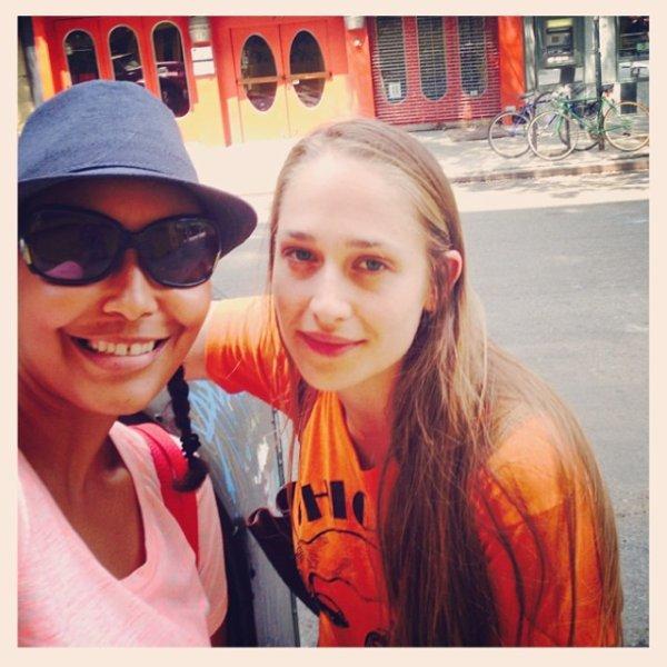 28/07/2014: Lena Dunham a encore posté une photo de notre belle Jemima sur son instagram (et heureusement car en ce moment niveau sortie et news c'est le désert).