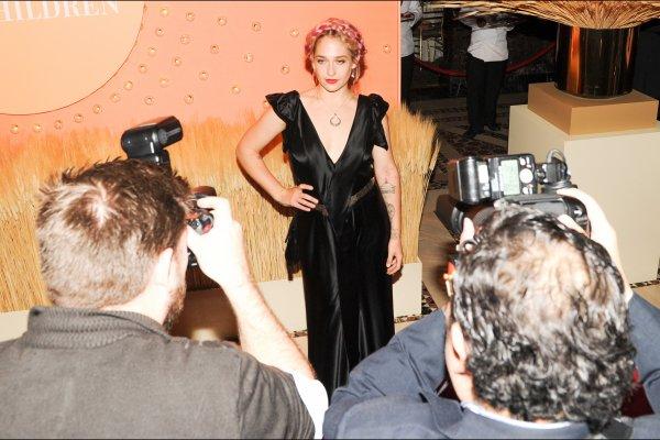 30/09/2014:  Jem était au 15th Annual New Yorkers for Children Gala qui avait lieu au Cipriani sur la 42nd Street ... la coiffure a été réalisé par son amie Vanessa Heshima, niveau tenue c'est simple mais ça doit être vraiment agréable à porter  (perso j'aurais mis une ceinture et un sac plus claire et un autre rouge à lèvre mais elle reste vraiment jolie quand on voit ce style de tenue on a vraiment la confirmation que son rôle de Jessa dans Girls a été inspiré par elle)