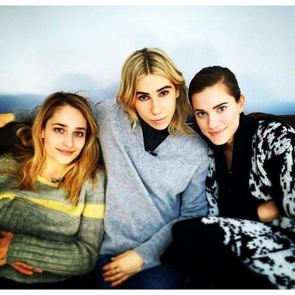 30/11/2015: Jem étaient avec les co-stars de la série Girls: Allison Williams et Zosia Mamet. LA photos est sublime j'ai hâte de les retrouver dans la série.