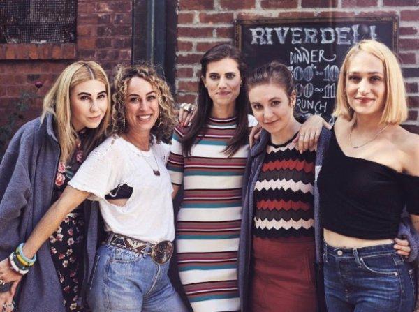 Nouveau Teaser pour la dernière saison de Girls ... les filles ont l'air de s'éloigner j'espère qu'à la fin elles se seront réconciliées car ça ne me plairais pas de les quitter sur une note négative.