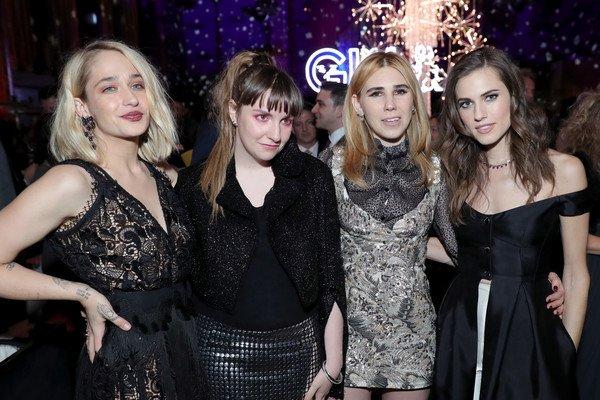 02/02/2017: L'after party de la première... Les filles ont soufflé des bougies pour fêter les 6ans de l'aventure Girls (avec 5 bougies seulement ahaha). Mais elle ne se termine pas pour autant car Lena a promis un film dans quelques années.