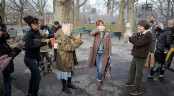 """Premières photos de Jemima sur son nouveau film """"All These Small Moments"""" (la première date d'il y a environ 8 semaines et la deuxième d'il y en a 5))"""