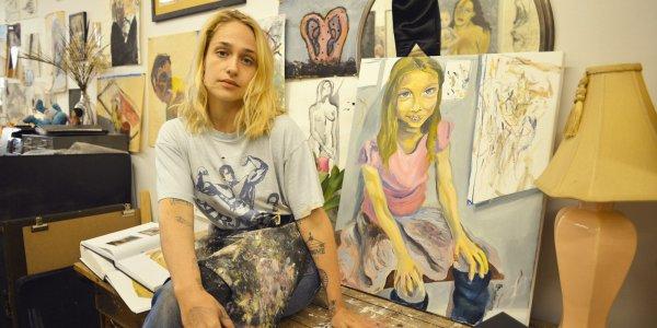 Jemima a invité W dans son studio de peinture. Je vous laisse pour le moment avec les photos j'essayerai de traduire l'interview quand j'aurais un peu plus de temps... (en espérant en avoir avant octobre...)