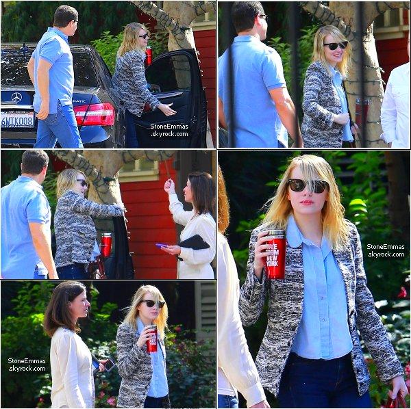 ♠ October 2012 : Emma à était aperçue se rendant à un rendez-vous à  Los Angeles. Top ou Flop pour la belle ?