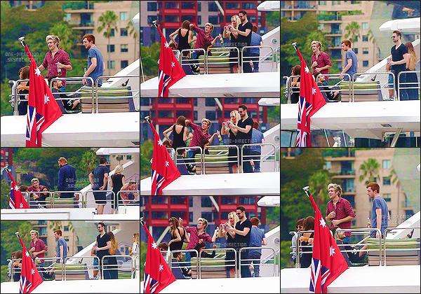 09/02/15 : Liam, Louis ainsi que Niall ont été photographiés alors qu'ils s'amusaient sur un yacht à SydneyEn effet, Liam avait privatisé le yacht afin de célébrer l'anniversaire de sa petite-amie de longue date Sophia Smith. Ils ont l'air de bien s'amuser.