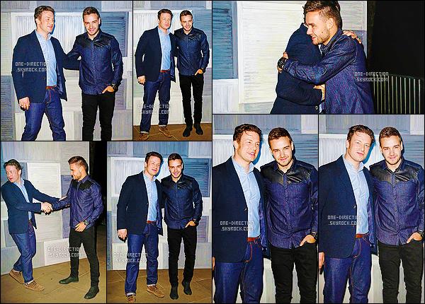 09/03/15 : Liam s'est rendue à la soirée organisé par le cuisinier Jamie Oliver qui se déroulait à LondresLiam était accompagné de sa petite amie Sophia Smith, je les trouve absolument adorables tout les deux. J'aime assez la tenue qu'il porte, un top