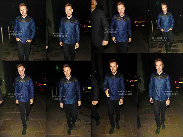09/03/15 : Liam a été photographié alors qu'il quittait la soirée de Jamie Oliver qui se déroulait à Londres.Liam a quitté les lieux tout seul, je trouve ça bizarre puisqu'il était accompagné de Sophia durant la soirée. Je le trouve de bonne humeur, c'est top