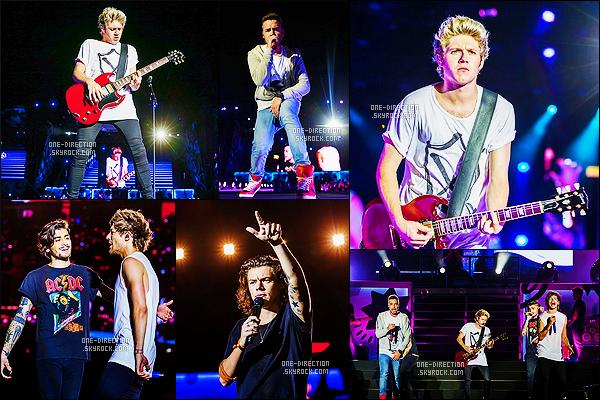 14/03/2015 :  Les garçons étaient sur scène lors du  « On The Road Again Tour » à Bangkok en Thailand.La quatrième tournée des One Direction poursuit sa route. Je continuerais de mettre les photos des concerts que si elles sont de bonne qualité...