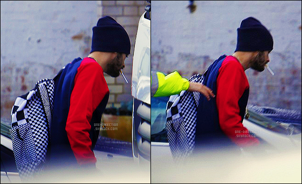 26/03/2015 : Zayn a été photographié alors qu'il quittait son domicile situé à Londres afin d'aller en studioPremière sortie de Zayn depuis qu'il a annoncé qu'il quittait le groupe One Direction. Je suis attristée par cette nouvelle, je lui souhaite le meilleur.