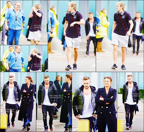 05/04/15 :  Niall et Liam ont été photographiés alors qu'ils arrivant à l'aéroport « Heathrow » de Londres.Les deux compères ont directement été voir les fans qui attendaient pour eux. Niall a été surpris de voir autant de monde, il est tellement adorable.