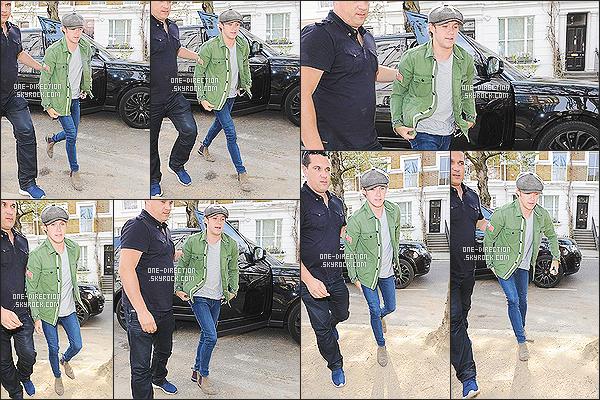 24/04/2015 : Liam Payne et Niall Horan ont été aperçus, se rendant au studio d'enregistrement à Londres.J'aime bien savoir que les garçons bossent dur sur l'écriture du prochain et cinquième album. De plus, la tenue de L. est top, pas comme celle de N.