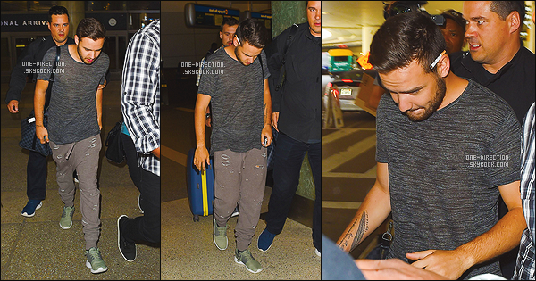 03/05/15 : Louis et Liam ont été photographiés alors qu'ils arrivant à l'aéroport de « L.A.X » à Los Angeles.Je ne sais pas pourquoi les garçons sont à Los Angeles. Il se peut qu'ils rejoignent Harry afin de continuer l'écriture du 5ième album. Où est Niall ?