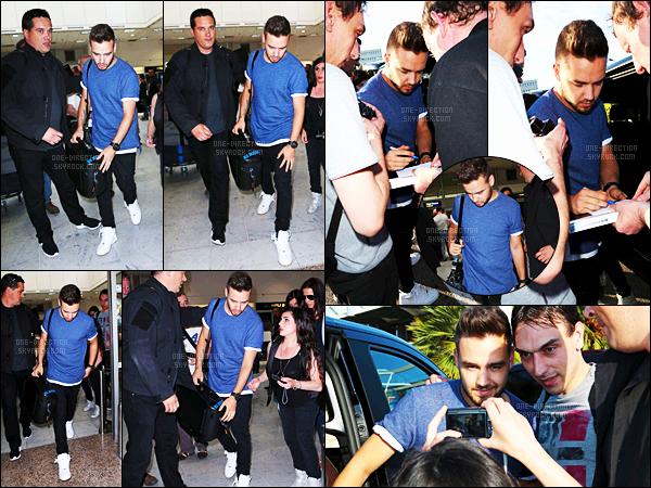 20/05/15 : Liam a été vu alors qu'il arrivant à l'aéroport de Nice en compagnie de sa petite-amie Sophia.Mon dieu, je suis totalement dingue de ce couple. Cependant, cette venue de Liam dans le Sud de la France est assez surprenante et inattendue..