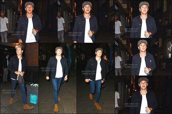 02/04/15 : Niall a été photographié alors qu'il quittait la boîte de nuit « Le Cirque » située dans Londres.Lors de ces soirées de libre, Niall aime beaucoup se rendre dans les différentes boîtes de nuits de la capitale anglaise. J'aime beaucoup sa tenue !