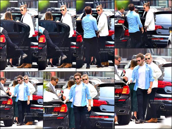12/06/15 : Harry a été photographié alors qu'il sortait de sa voiture et allait se promener dans New-YorkAyant un concert le lendemain, Harry a rapidement été prendre un avion à l'aéroport de « JFK » afin de se rendre à Bruxelles située en Belgique.