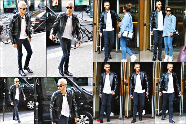 24/06/2015 : Zayn Malik était présent lors du défilé de la marque « Valentino » qui se déroulait à Paris.Grande surprise pour les fans française ! La venue de Zayn a été des plus surprenantes étant donné que personne n'était au courant. Il est superbe !