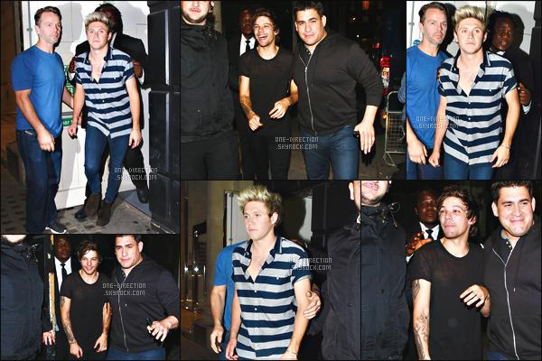 24/06/15 : Les garçons ont été aperçus alors qu'ils quittaient un hôtel après la promo' du nouveau parfum.Bonne nouvelle pour les Directioners. Le groupe a décidé de lancer leur quatrième parfum intitulé « Between Us », le lancement se passait à l'hôtel.