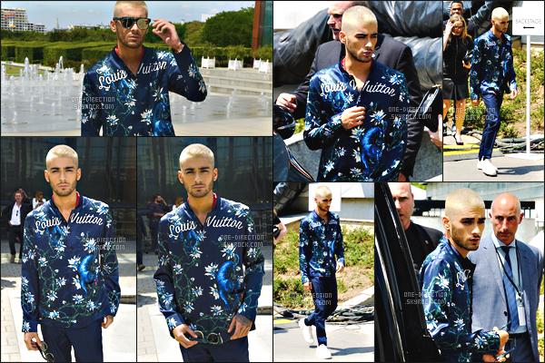 25/06/15 : Zayn a été photographié alors qu'il revenait à son hôtel situé dans la capitale française, Paris.Dans la journée, Zayn a continué son périple à Paris... Il a donc assisté au défilé de « Louis Vuitton » en compagnie de Joe Jonas et Kanye West.