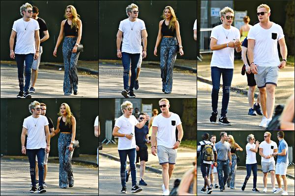 04/07/2015 : Niall s'est rendu, avec des amis, au 2ème jour du « Wireless Festival » situé dans LondresLors de ce festival, Niall a prit le temps de poser avec le fils de David Beckham : Brooklyn Beckham. Il était accompagné de son pote Willie D.