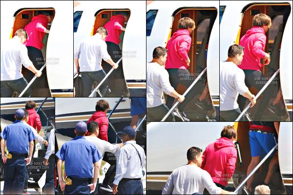 15/07/2015 : Louis T. et Liam P. ont été aperçus à l'aéroport de « L.A.X » situé à Los Angeles.En ce moment, beaucoup de rumeurs fusent sur les réseaux sociaux. A ce qui paraît, Louis va devenir papa et Liam se serait fiancé avec Sophia S.