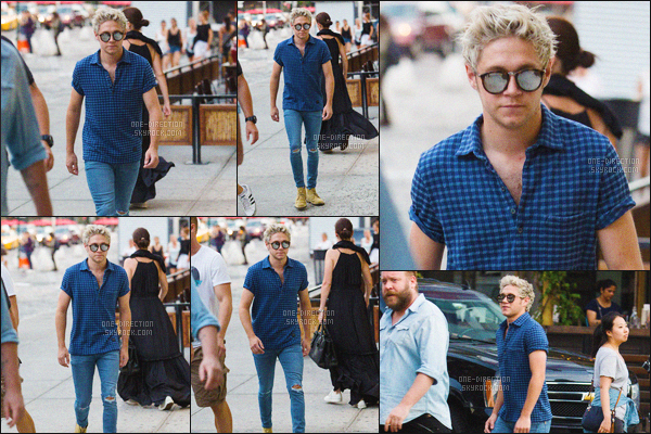 03/08/2015 : Notre irlandais favori Niall H. a été photographié, se promenant dans les rues de New-YorkPlus tard, dans la soirée, Liam est sorti dîner avec sa famille et Sophia sa petite-amie. Il s'est fais embrouillé par une fan car il a refusé de poser avec